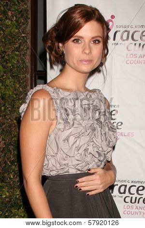 Joanna Garcia  at A Night of Shopping at Mulberry for a Good Cause benefitting Susan G. Komen For The Cure, Mulberry, Los Angeles, CA. 10-21-08