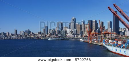 Panorama Seattle Waterfront Skyline, mit Fähre und Werft