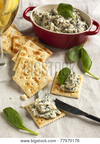 Spinach Dip And Crackers
