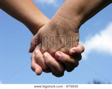 Hand in Hand berühren Herzen