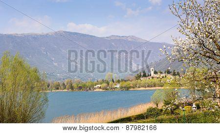 Endine Lake View