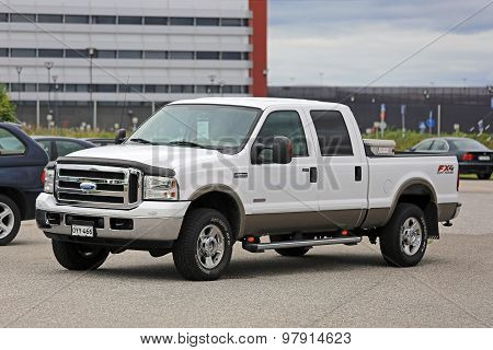 White Ford Super Duty F-250 Truck