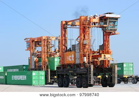 Straddle Carrier Container