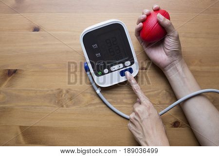 Measuring blood pressure and pulse while nervous