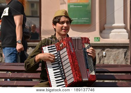 Russia, Moscow, Mary 23, 2017. Moscow streets, Street musician on Old Arbat