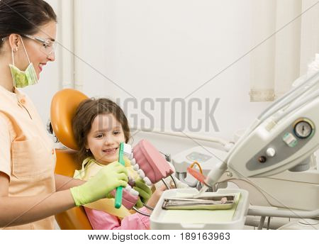 Seven years girl at the dentist office