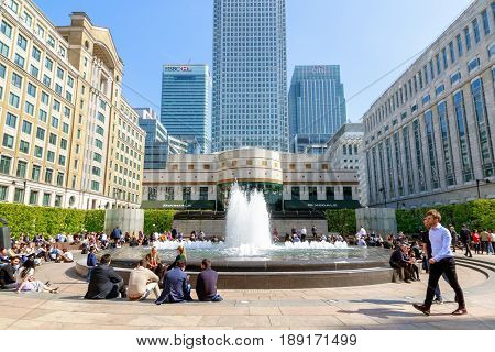 Cabot Square In Canary Wharf Packed With People Enjoying The Sunny Day