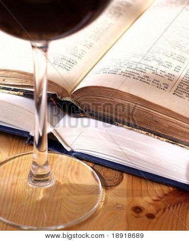 Alte Bücher und Wein