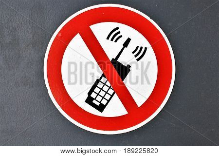 An image of no phone sign - icon