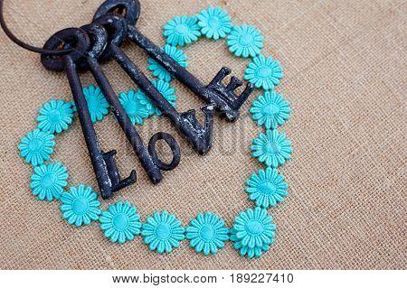 Daisy chain heart with keys of love