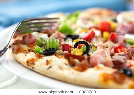 Pizza with vegetables and ham