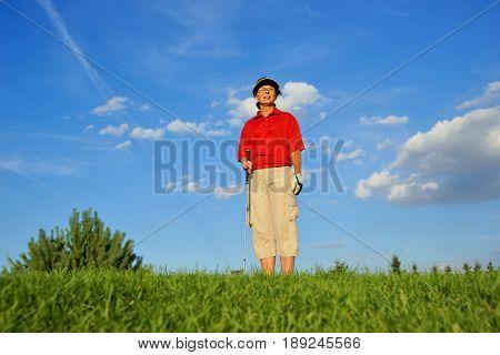 Golf woman golfer observing the flight of the ball