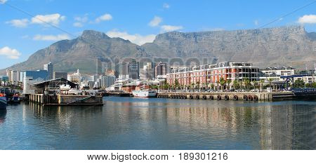VICTORIA AND ALFRED WATERFRONT, CAPE TOWN, SOUTH AFRICA 24kbki