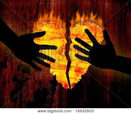 Corazón roto & manos sobre fondo de madera de grunge