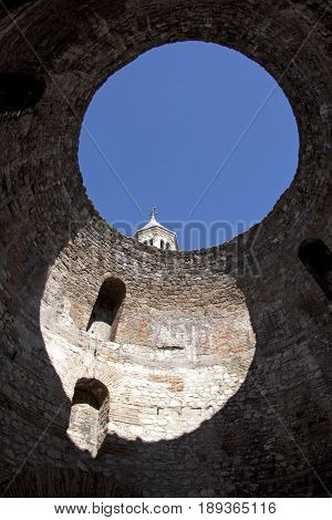 View the circular opening at the top of Vestibule in Diocletian palace town Split in Croatia