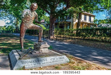 BORDENTOWN NEW JERSEY - SEPTEMBER 3 - The historic statue of Thomas Paine author of