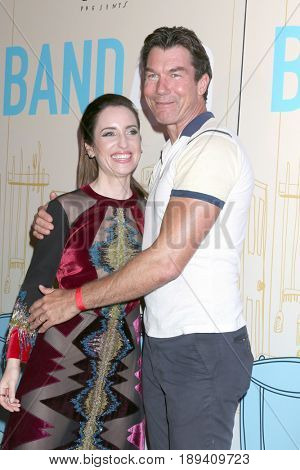 LOS ANGELES - MAY 30:  Zoe Lister-Jones, Jerry O'Connell at the