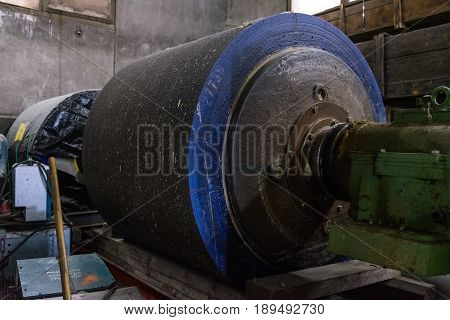 Wood Pulper Grinding Machinery Belt Stone Production Industrial Paper Factory Material