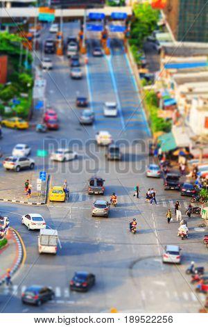 Soft focus to traffic jam tilt shift style