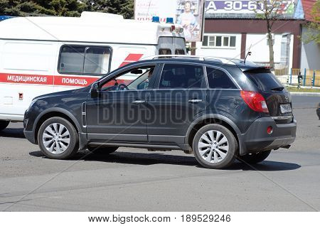 SARANSK, RUSSIA - MAY 20, 2017: Opel Antara on crossroads.