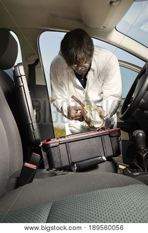 Crime scene investigation - packing of odor traces from car