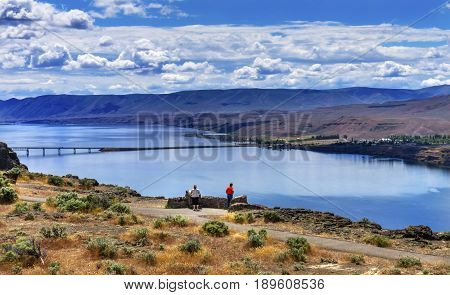 Tourists Overlook Wanapum Lake Colombia River Wild Horses Monument High Desert Vantage Washington