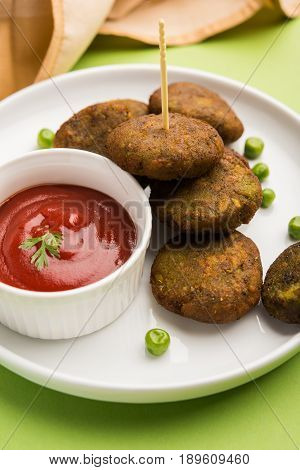 hara bhara kabab or green peas pakode, favourite indian starter menu or snacks