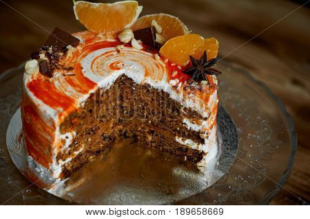 Carrot cake .Bright, juicy and unusual cake. Juicy and incredibly nutty A layer of caramel sponge cake successfully emphasizes. The pastry chef cut the cake.