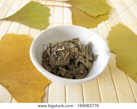Dried ginkgo leaves in bowl, Ginkgo bilobae folium