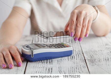 woman do Contactless Nfc payment by mobile phone