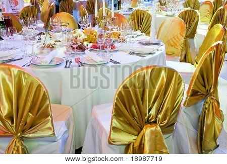 Catering Tabelle festgesetzt Restaurant vor Party Service mit Teller, Besteck und Gläsern Glas