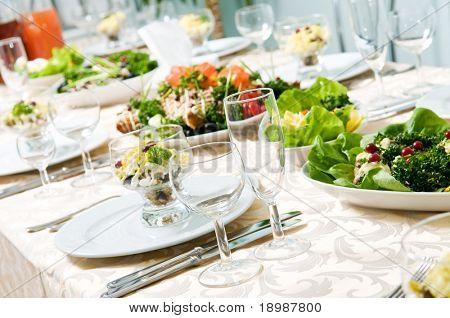 Catering Tabelle festgesetzt Restaurant vor Party Service mit Gläsern von Besteck und Glas