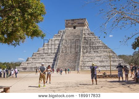 Mayan Pyramid At Chichen Itza, Yucatan, Mexico