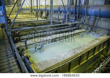 Galvanizing in etching acid containers in galvanic workshop