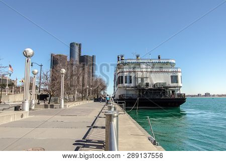 Detroit, Michigan, Usa -  March 18, 2018: Downtown Waterfront District Of Detroit With The Landmark