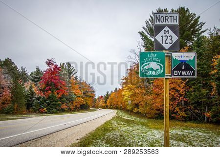 Paradise, Michigan, Usa - October 13, 2018: Michigan Scenic Byway With Lake Superior Scenic Circle T