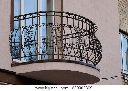 Black Metal Open Balcony Wrought Iron Bars With Pattern