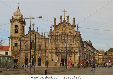 Porto, Portugal-december 31, 2015: Scenic Landscape View Of Medieval Church Do Carmo In Vitoria Pari