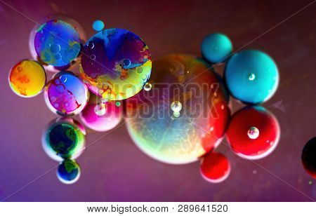 Full Color Rainbow Bubbles Abstract Art Water Oil