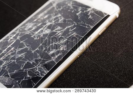 competitive price 5a0b4 e1804 Broken Screen Phone Image & Photo (Free Trial)   Bigstock