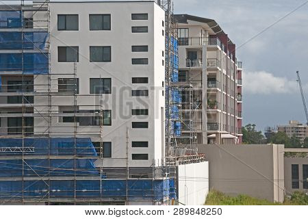 Gosford, New South Wales, Australia - February 27 , 2019: Removing Safety Netting On New Home Units