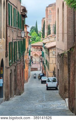 Siena, Italy - May 19, 2017: Walkway On In Old Town In Europe, Siena, Italy