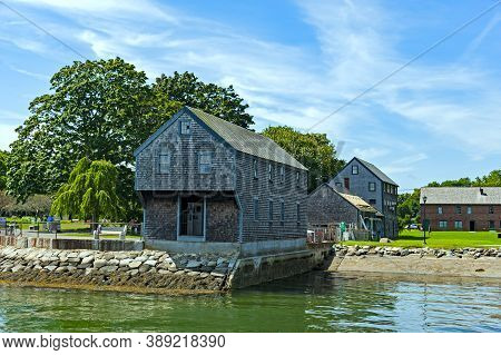 Portsmouth, New Hampshire - August 18, 2019: View Of The Historic Sheafe Warehouse, Built In 1705 On