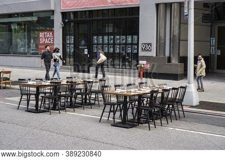 New York / Usa - October 10 2020: An Empty Outdoor Restaurant In Midtown Manhattan. Covid Outdoor Di