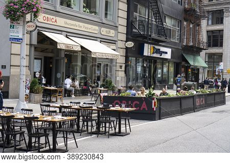 New York / Usa - October 10 2020: An Outdoor Restaurant In Midtown Manhattan. Covid Outdoor Dining