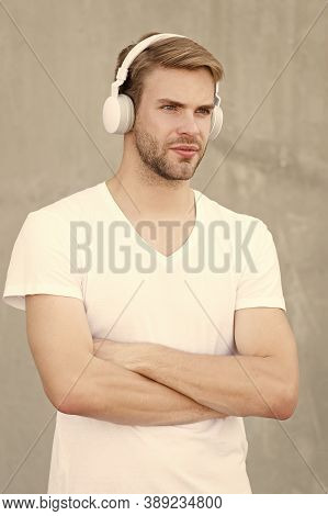 Modern Technology. Modern And Contemporary Music. Hobby Leisure. Foldable Stereo Headphones. Noise R