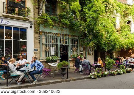 Paris, France, June 04, 2017 : Famous Style Of Life In Paris, France With Bistrrots And People On Te