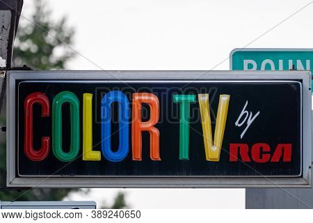 West Yellowstone, Montana - September 24, 2020: Old Fashioned Color Tv By Rca Sign Outside Of A Mote