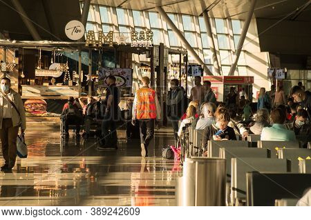 Moscow, Russia - 08 22 2020: Crowded Sunlit Hall Of Vnukovo International Airport With Passengers Wa