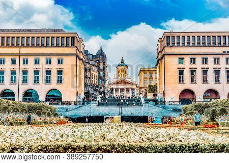 Brussels, Belgium - July 07, 2016 : Tourists Near  Kunstberg Or Mont Des Arts (mount Of The Arts) Wi